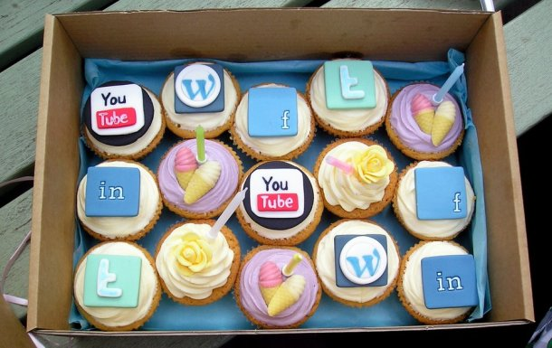 social-media-and-cupcakes_jpg_940x0_q85